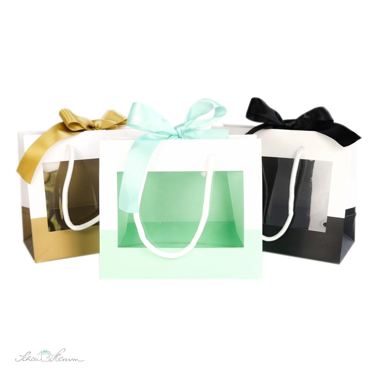 geschenktasche mit fenster henkeln und schleife mintgr n. Black Bedroom Furniture Sets. Home Design Ideas