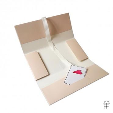 Geldumschlag / Gutscheinumschlag mit Schleife in nude-rosé. Die Gutscheinkarte ist nur Deko, wird nicht mitgeliefert.