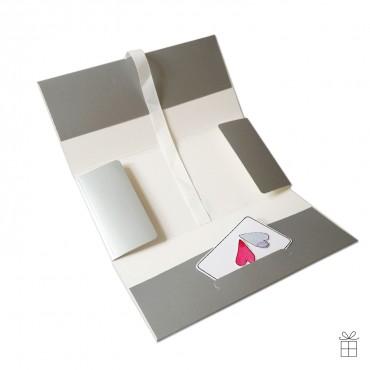 Geldumschlag / Gutscheinumschlag silber mit Schleife in weiß. Die Karte ist Deko und wird nicht mitgeliefert.
